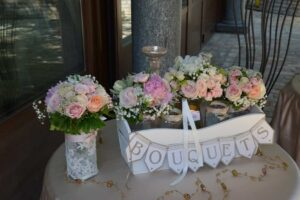 pink white lace wedding flowers pretty pink bouquets