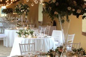 Elegant garden dining with creative floral design at Villa Piccomolini