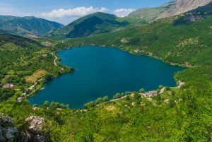 heart shaped lake side wedding location in Italy