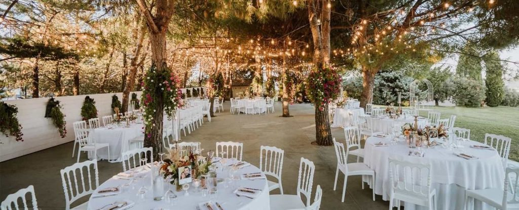 wedding dining tabvles under trees Italian garden Tenuta Querce Grosse